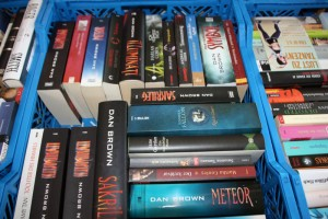 Kisten voll mit gut erhaltenem Lesestoff für den Bücherbasar.
