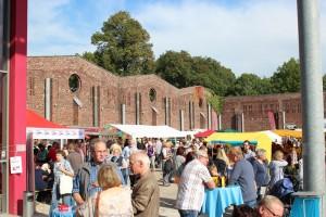 Der Frühlingsmarkt lädt bei herrlichem Wetter in den Himmelmannpark.